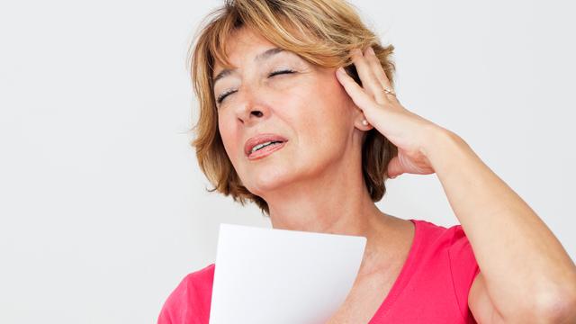 Kadınlar menopoz sırasında 4 farklı sıcak basması durumu yaşıyor! Siz hangi durumdan şikayetçisiniz?
