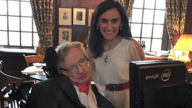 Büyük gurur! Türk kızı Stephen Hawking'i ağırladı