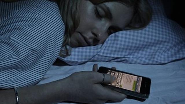 Cep telefonu uykuya dalmayı zorlaştırıyor