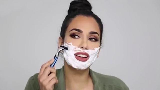Ünlü blogger Asyalı kadınların sırrı 'yüz tıraşı'nı denedi