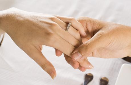 Daha büyük evlilik yüzüğü daha çok boşanma demek