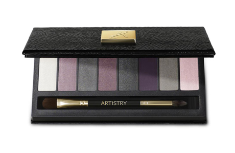 Amway'den yepyeni bir göz farı: Artistry Little Black Dress