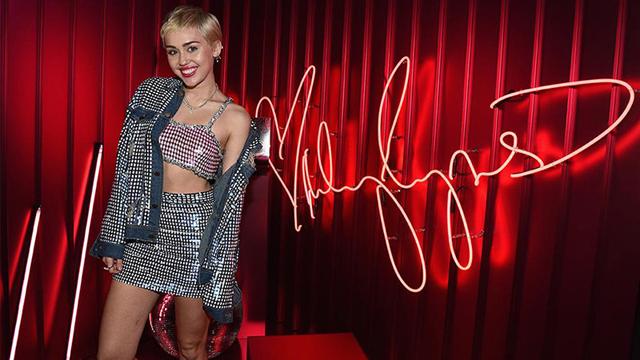 Miley Cyrus'tan Mac'e özel koleksiyon