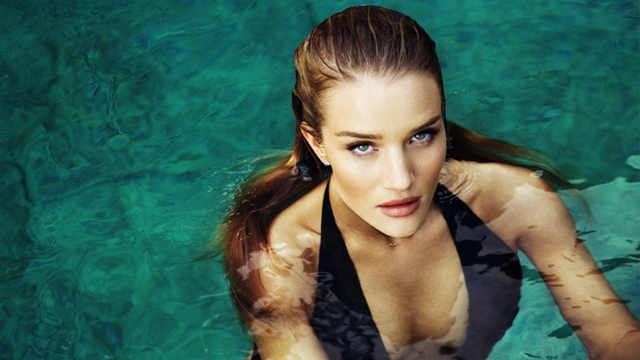 Rosie Huntington-Whiteley Esquire'e kapak kızı oldu