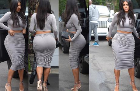 Kim Kardashian bu stilden hiç vazgeçmiyor!