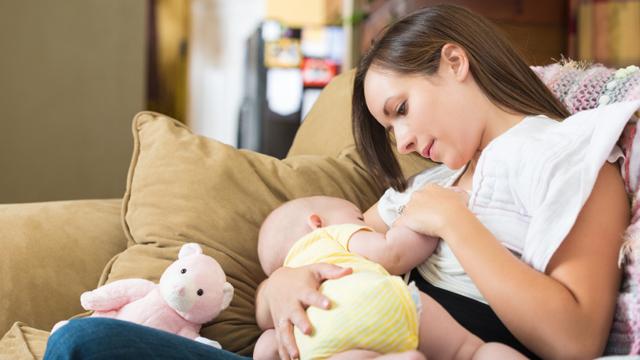 Anneler emzirme döneminde nasıl beslenmeli?