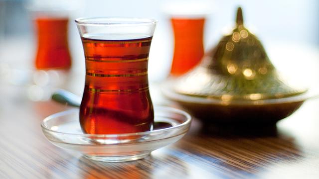 Siyah çayın faydaları ve zararları neler?