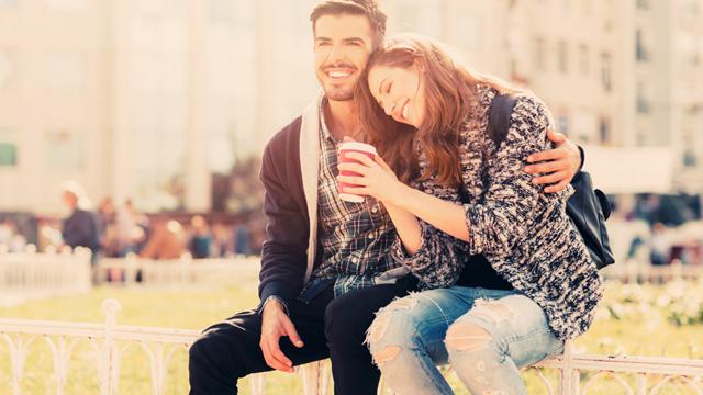 En iyi arkadaşınızın size aşık olduğunu nasıl anlarsınız?