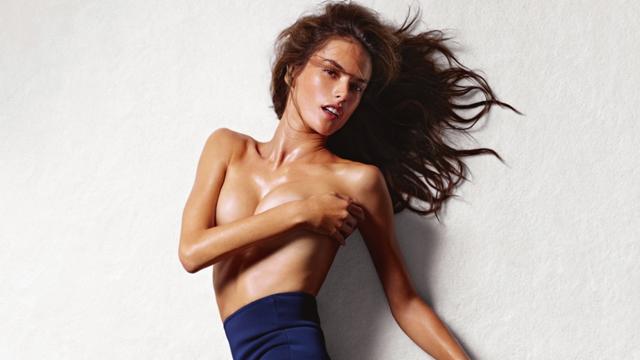 Alessandra Ambrosio'dan cesur pozlar