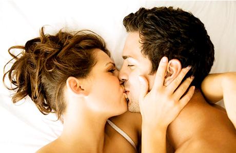 Her öpüşmede 80 milyon bakteri yayılıyor