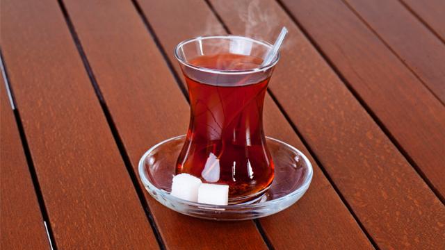 Şekerli çaya dikkat!