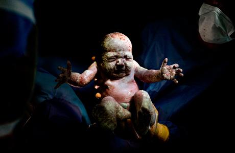 Bebeğin dünyaya gözlerini açtığı ilk saniyeler