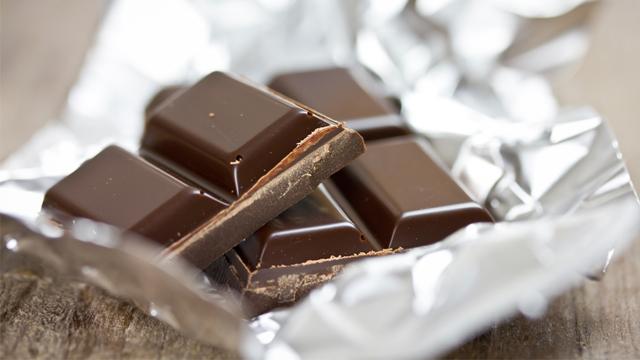 Sivilceye karşı bitter çikolata yiyin!