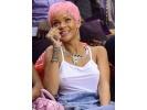 Rihanna'nın pembe saçları
