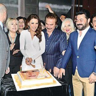 Zara yeni arabesk albümü 'Derin Aşk 2'yi tanıttı