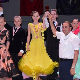 Antalya'da dans şöleni