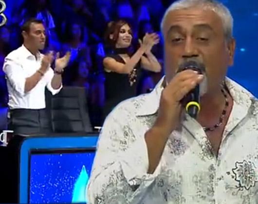 Rising Star Türkiye'de jüri üyeleri yarışmacıyı ayakta alkışladı