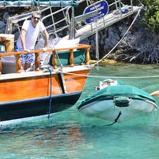 Erkan Petekkaya'nın kendi adını taşıyan teknesi yandı