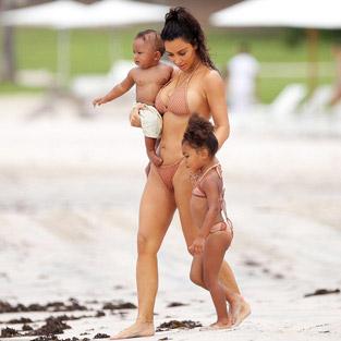 Kim Kardashian kilolarından kurtuldu, bikini giydi