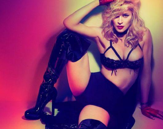 Madonna Hillary Clinton için soyundu