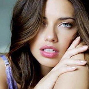 Adriana Lima: Karın kaslarımı öp