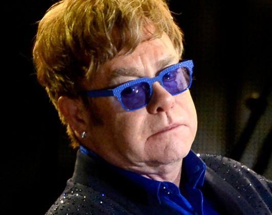 Ölümcül bakteri, Elton John'a turnesini iptal ettirdi