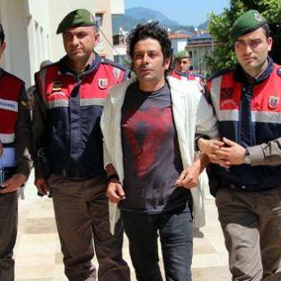Oyuncu Selim Erdoğan evinde uyuşturucu düzeneği ile yakalanınca dizisi çöp oldu!
