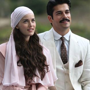 Burak Özçivit, aşkını villaya taşıyor
