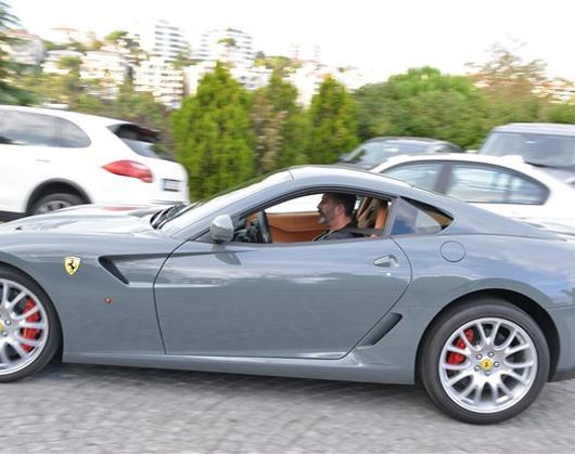 Cem Yılmaz Ferrari'yi üçledi