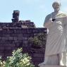 Ünlü filozof Aristo'nun heykeli tahrip edildi