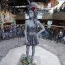 Londra'da Amy Winehouse'un heykeli dikildi