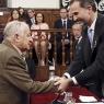Cervantes Ödülü'nü alırken frak giymeyi reddetti