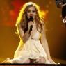 Eurovision birincisi yeni klibinde soyundu