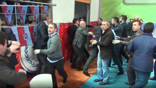 Trabzonspor Genel Kurulu'nda olay