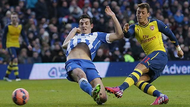Mesut attı Arsenal Turladı
