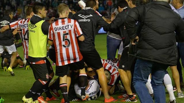 Olaylı Estudiantes-Gimnasia La Plata maçı için ceza yağdı