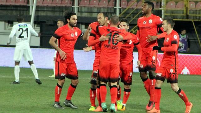 Galatasaray Akhisar karşısında sonradan açıldı