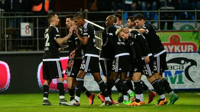 Beşiktaş, Çaykur Rizespor'u 2-1 mağlup etti