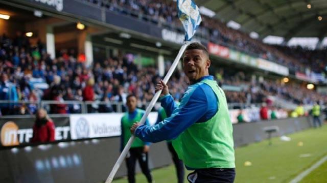 Malmö'nün yıldızı Tobias Sana, korner bayrağını tribüne fırlattı