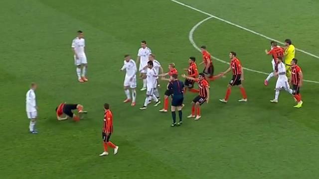 Shakhtar Donetsk Dinamo Kiev maçında kavga çıktı