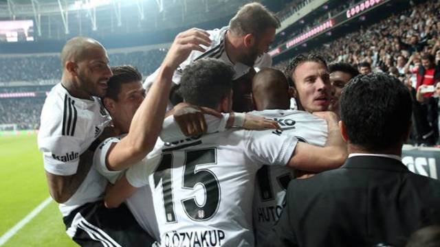 Beşiktaş'ta 3 ayrılık! Alexis, Veli ve Serdar...