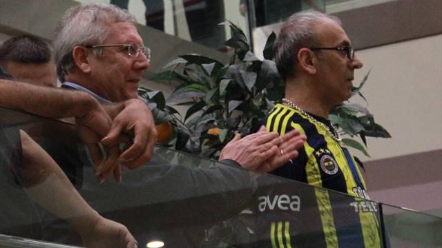 Havaalanında Galatasaray - Fenerbahçe gerilimi