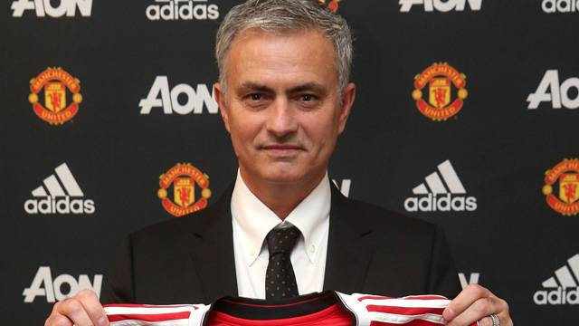 Mourinho resmen Manchester United'da