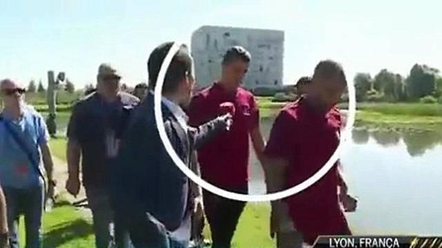 Ronaldo mikrofonu göle attı