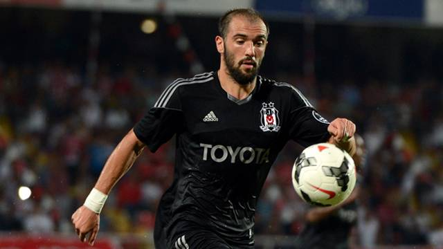 Beşiktaş'ın sağ beki Serdar Kurtuluş Bursaspor ile anlaştı