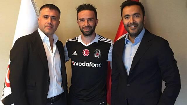 Beşiktaş, Gökhan Gönül'ü resmen açıkladı
