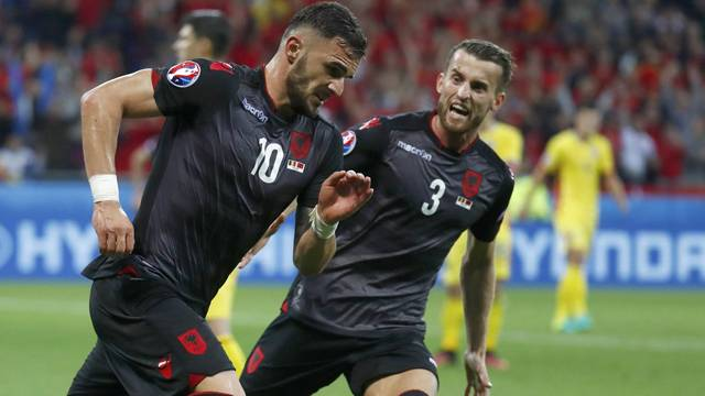 Galatasaray'dan Armando Sadiku bombası!