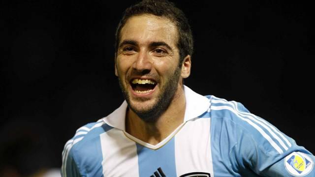Higuain rekor ücretle Juventus'a transfer oldu