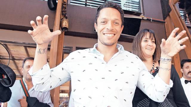 Adriano, Beşiktaş taraftarına hayran kaldı