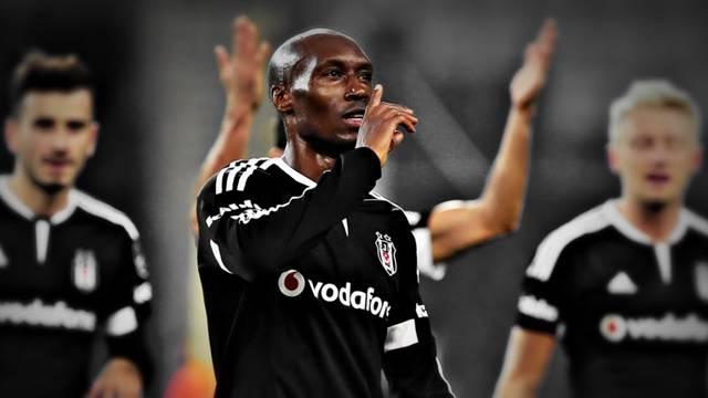 Atiba Hutchinson, Beşiktaş'ta kaldı